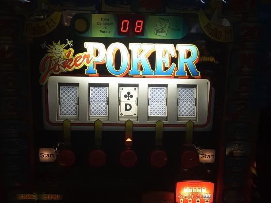 Hauptgewinn/ Stufenausspielung  Höchstgewinn 100 Jumbo am Joker Poker Geldspielgerät